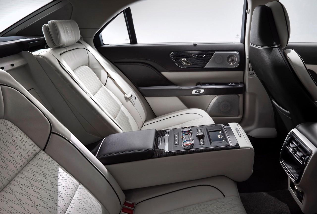 2017 Lincoln Continental Interior Photo